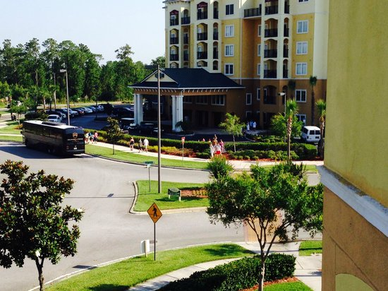 Lake Buena Vista Resort Village & Spa: Shuttle Bus to Parks at Hotel Lobby