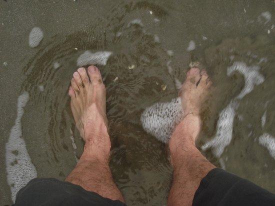 Lido di Venezia: Molhando os pés no gélido mar adriático.