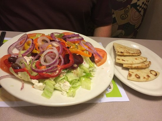 Ram's Horn Restaurant: Greek Salad with Pita