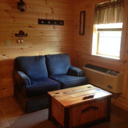 7 C's Lodging: Love seat