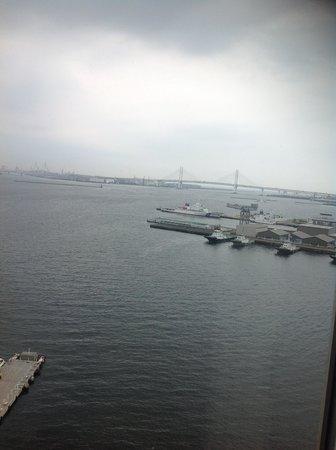 InterContinental  Yokohama Grand : 見飽きない横浜港の眺めです