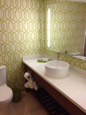 Hotel Indigo Anaheim : Nice bathroom