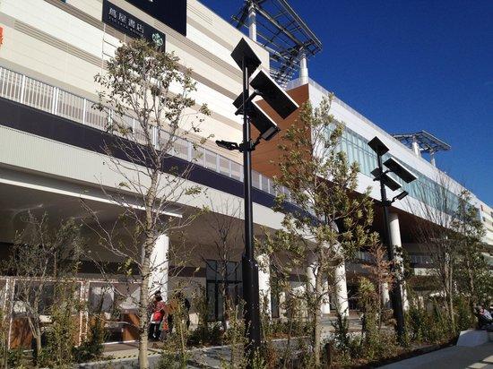 Aeon Mall Makuhari Shintoshin: グランドモールの外観。