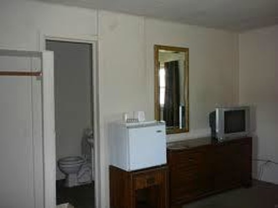 Tri-Manor Motel : Micro and Fridge in Rooms,