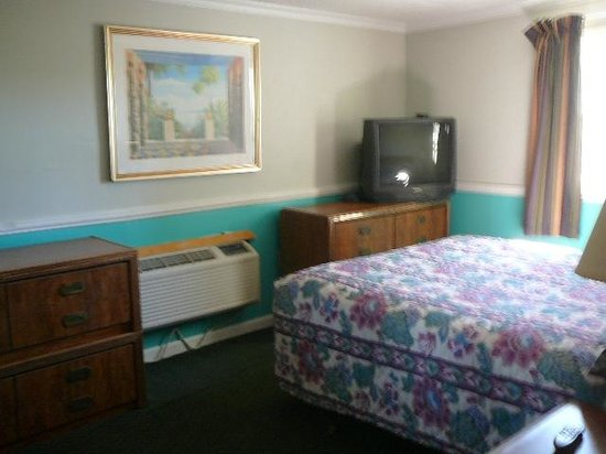 Tri-Manor Motel : Fresh Paint and New Carpet
