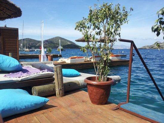 Baldan Suites: decking and beautiful sea.