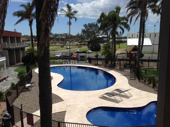 Waters Edge Port Macquarie: View from our room to the pool
