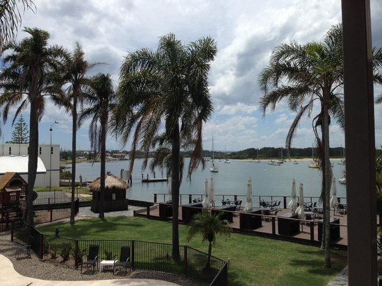 Waters Edge Port Macquarie: The view from our room to Hastings River