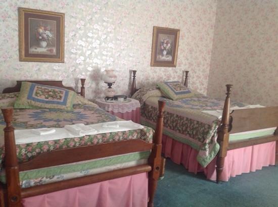 The Riverside Inn: The Rose Room