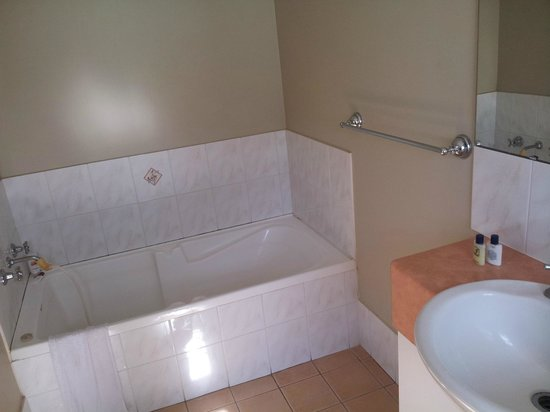 Mont Clare Boutique Apartments: Very good and clean bathroom