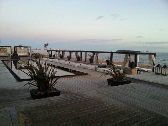 Serena Hotel Punta del Este: Vista da piscina.