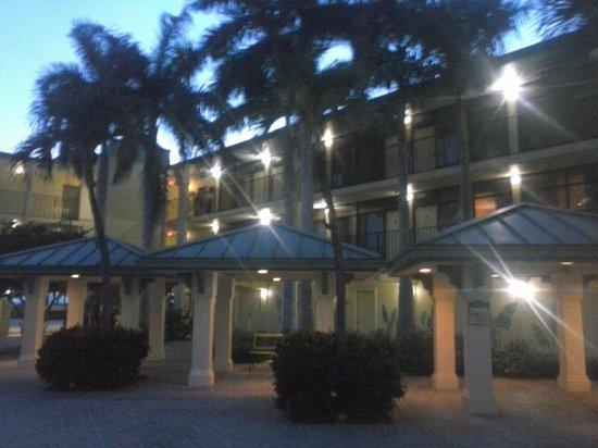 Sirata Beach Resort: garden at night