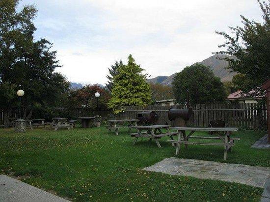 Bold Peak Lodge: Picnic area