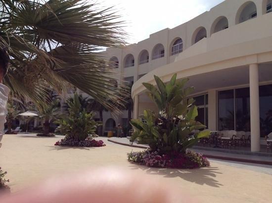 Khayam Garden : outside of buffet restaurant/pool area gardens.beautiful