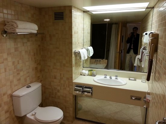 DoubleTree by Hilton Hotel Esplanade Darwin : Bathroom