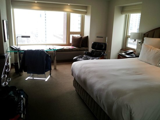 Park Hyatt Chicago : King Bedroom - Lake View