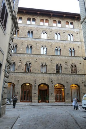 Pierre Hotel Florence: Frente del Hotel