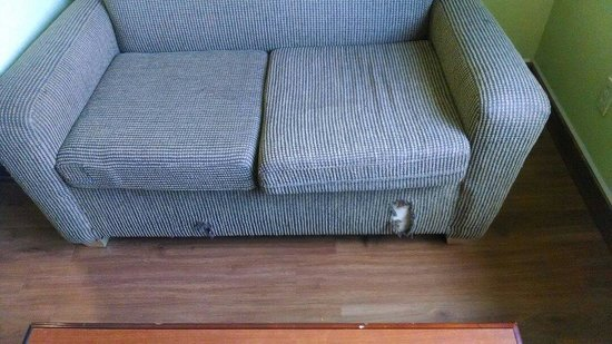 Tropicana Inn & Suites Dallas: Love seat had holes in it