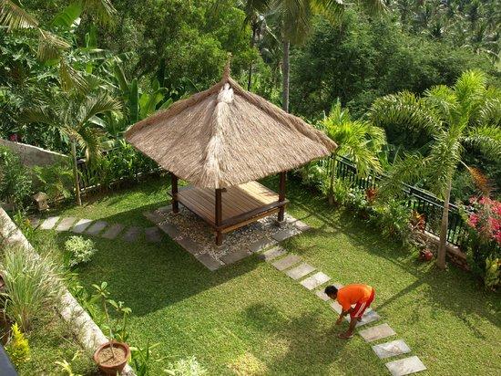 Sunset Lavinia Hotel: Garden area