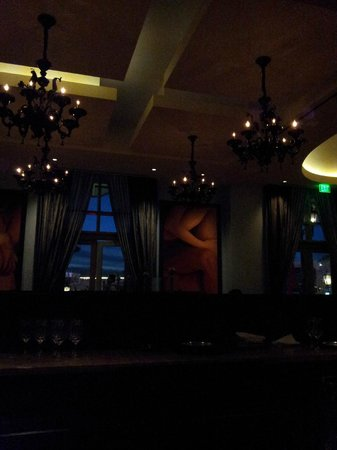 Morels French Steakhouse & Bistro: Ambience