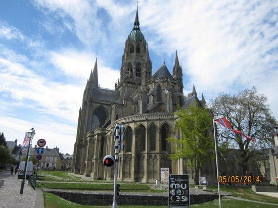 Cathédrale Notre-Dame de Bayeux : Street view