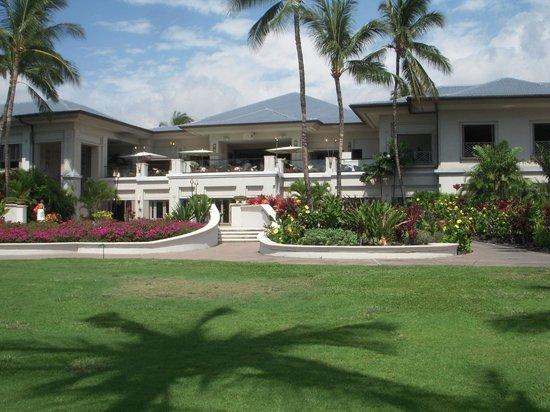 Fairmont Orchid, Hawaii : ホテルの入り口です。