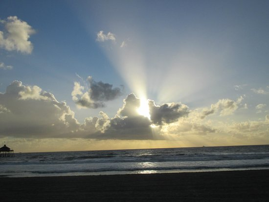 SEA 180 Coastal Tavern: Sun getting ready to set