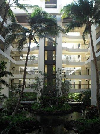 Mauna Lani Bay Hotel & Bungalows: ホテル内アトリウム