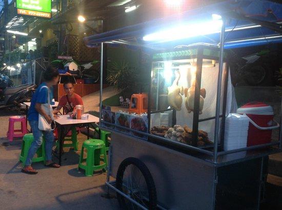 Sea Lodge: Best Hai Nam chicken from street vendor