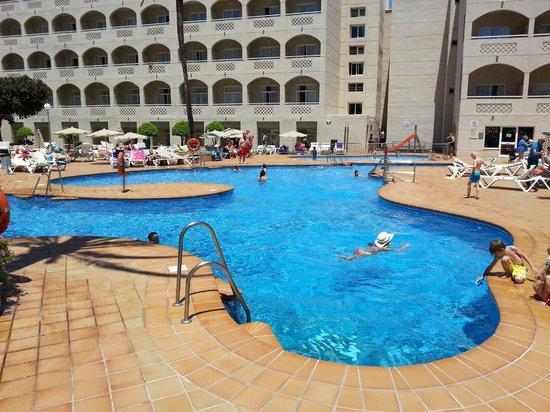 Hotel Riu Costa Lago: Piscina