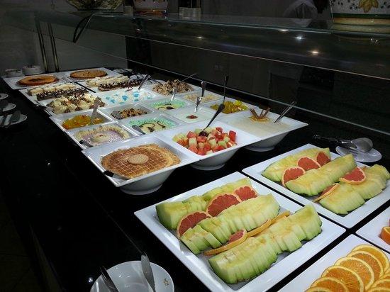ClubHotel Riu Costa del Sol: Buffet dolci e frutta