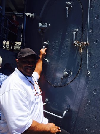 Battleship USS Iowa BB-61 : Daddy remembers his days as a gunner in the Navy