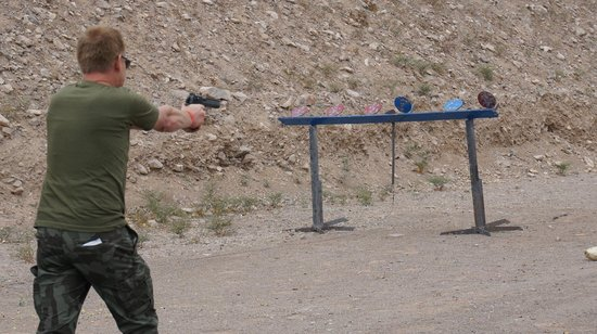 Desert Hills Shooting Club: Desert Eagle in action
