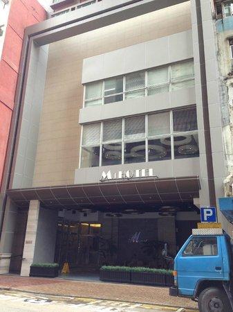 M1 Hotel: ホテル外観。部屋は写真取り忘れました、すみません