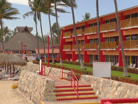 Royal Decameron Complex: El estilo arquitectonico del hotel
