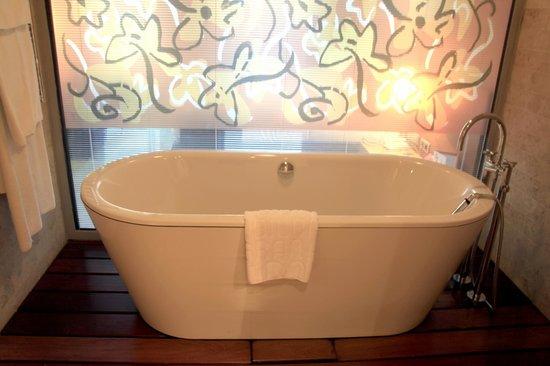 Gran Hotel Domine Bilbao: bañera