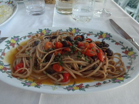 Terrazza Brunella: Fabulous linguine with tomatoes, olives and capers