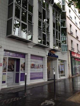 Citadines Maine Montparnasse : Вход в отель