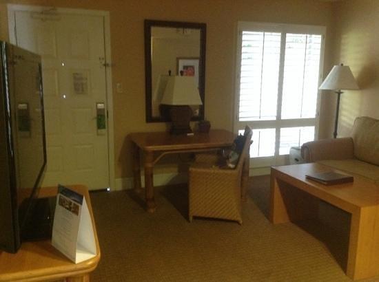 Arizona Grand Resort & Spa: Front door into Living Room