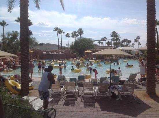Arizona Grand Resort & Spa: Wave pool area