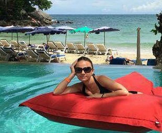 Re Ka Ta Beach Club: Подушки в бассейне