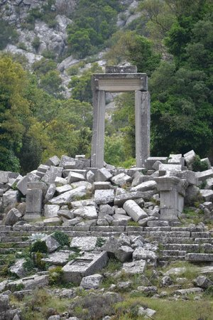 Termessos : Арка храма