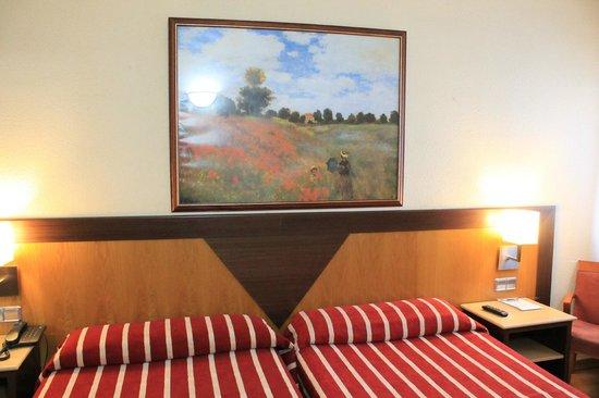 Catalonia Giralda Hotel: Номер