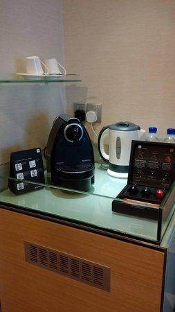 Novotel Singapore Clarke Quay: nesspresso coffee machine