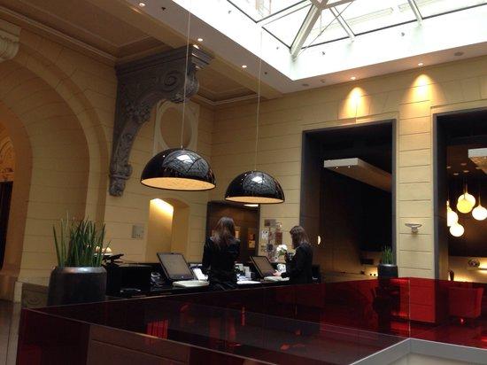 Hotel Palazzo Zichy: Reception.