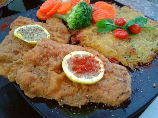 Swiss Italian Restaurant Cebu: Schnitzel Wiener Art with Roesti and mix Vegetables