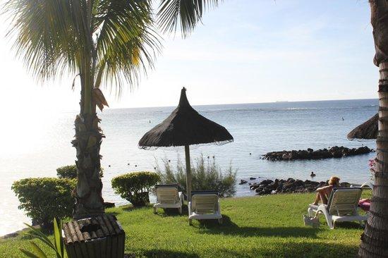 Canonnier Beachcomber Golf Resort & Spa: les jardins et la plage de l'hotel
