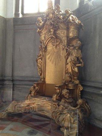 Basilica di Santa Maria della Salute: An Impressive Throne