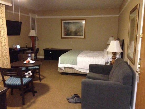Dinah's Garden Hotel: 客室