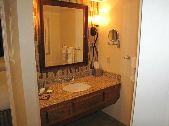 Pointe Hilton Squaw Peak Resort: Nice Bath
